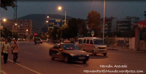 En Changsha los taxis eran azul y dorado. La gente caminaba por donde quería