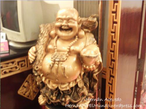 Y mientras tanto, al ver la situación, Buda se nos ríe en la cara