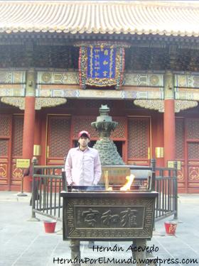 Me saco la foto y salgo rápido antes de que se incendie el templo
