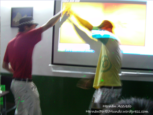 Bailando con César, un amigo de Guinea Ecuatorial. Siempre hablando inglés, obvio